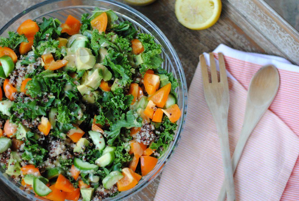 Kale Quinoa Salad (low FODMAP!) - #lowfodmap #quinoasalad