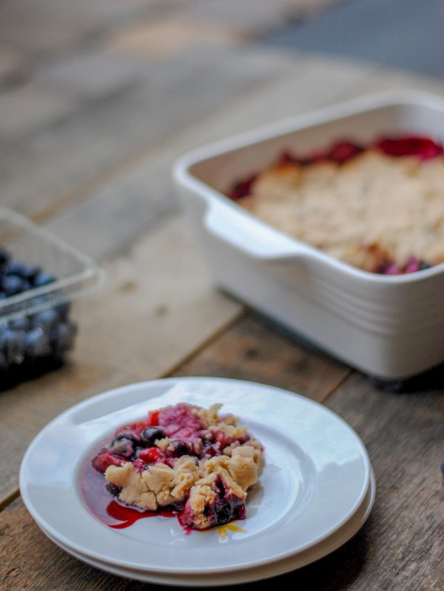Paleo berry cobbler: a delicious grain free dessert that combines baked berries with a delicious grain-free topping. #paleodessert #vegandessert