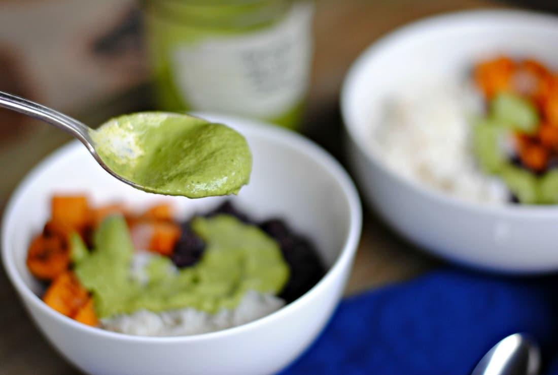 tasty easy green tahini sauce - #tahini #tahinidressing #tahinisauce