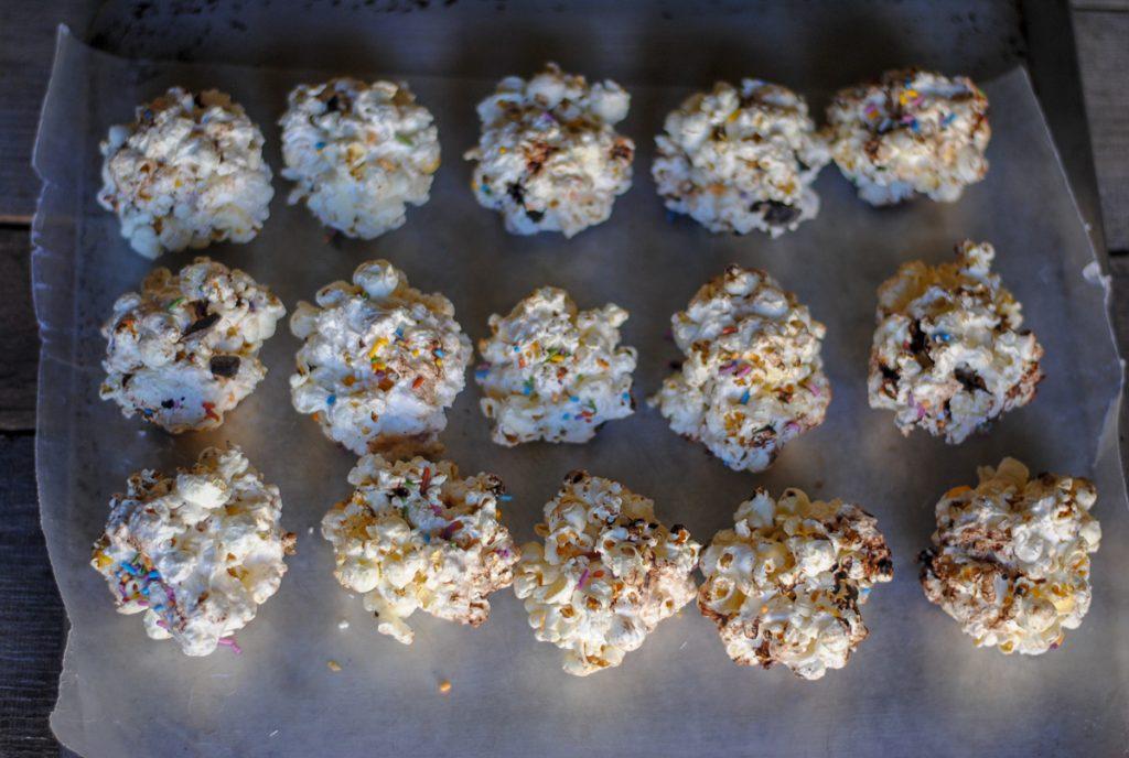 how to make marshmallow popcorn balls