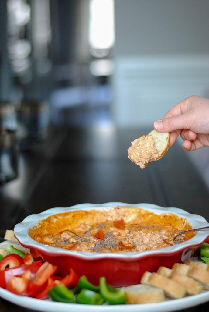 Easy cheesy pizza dip